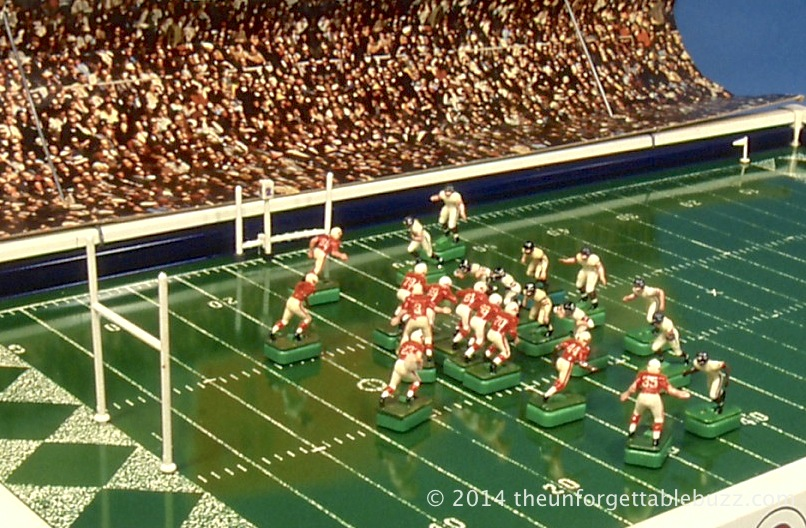 NFL Cardinals and Bears on the 1967 Tudor NFL 613 game.