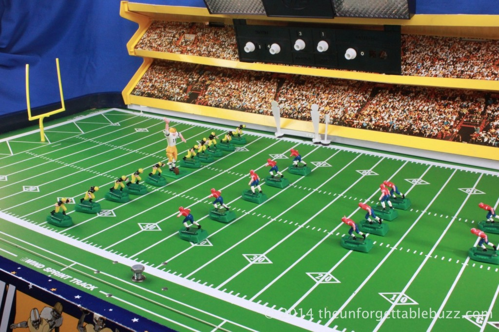 1972 Munro Day Nite Electric Football game